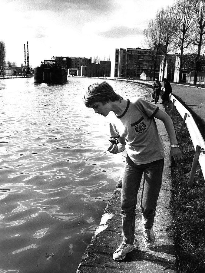 Les écrevisses quai du Canal, Saint-Denis Avril 1987  ¤ Robert Doisneau   Atelier Robert Doisneau   Site Oficial