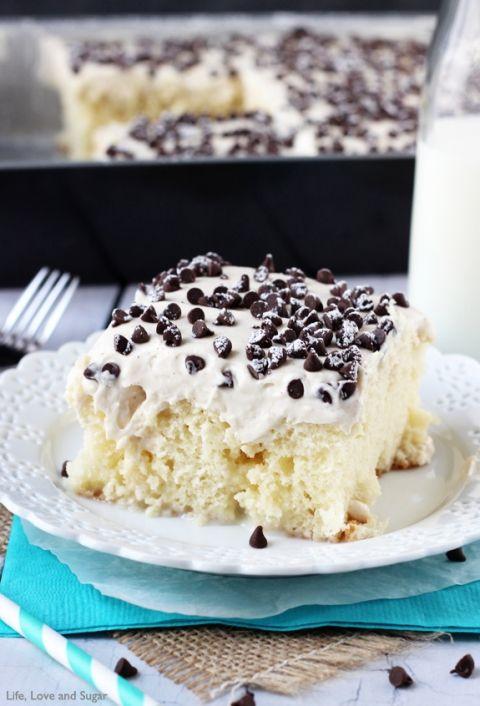 1000+ ideas about Cannoli Poke Cake on Pinterest Poke ...