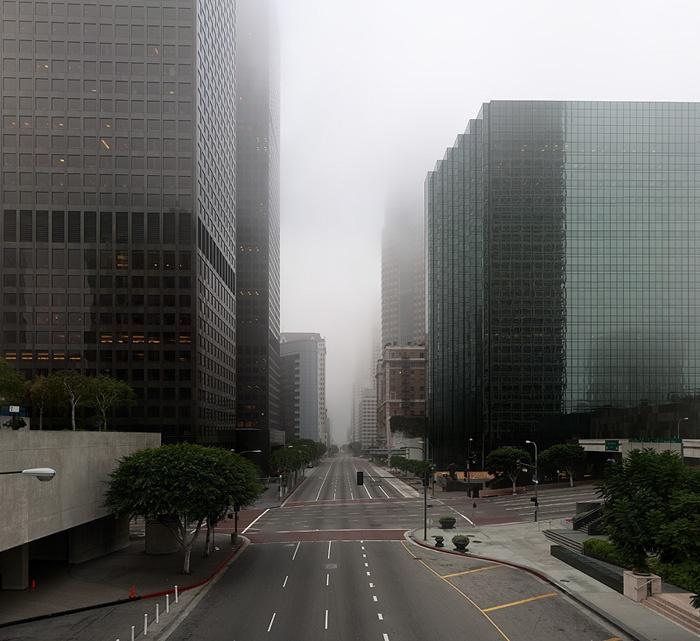 Лос-Анджелес без людей / Каким бы Лос-Анджелес был бы без людей показывает нам фотограф Matt Logue. Впрочем, без людей бы Лос-Анджелеса бы не было. Смотря на этот большой город, я почувствовал, как ушла эпоха имперско-индустриального стиля ...