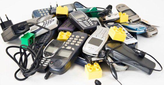 Vecchi cellulari anni '90 Possono valere una fortuna. I modelli a cura di Redazione - http://www.vivicasagiove.it/notizie/vecchi-cellulari-anni-90-possono-valere-fortuna-modelli/