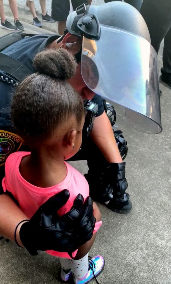 Police Officer Comforts 5 Year Old Girl At George Floyd Protest Police Officer Old Girl Houston Police