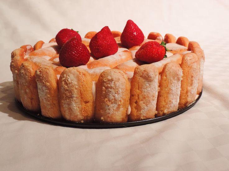 Charlotte aux fraises. La recette en vidéo ici: https://www.youtube.com/watch?v=nZJ5nt1u8-Y