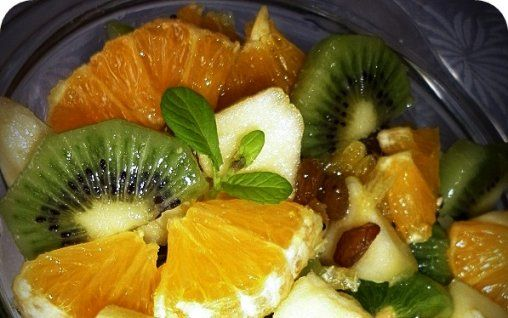 Retete Culinare - Salata de fructe cu miere