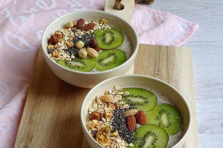 Sinds ik vegan ben gaan eten vervang ik mijn yoghurt vaak voor een meloen smoothie bowl tijdens het ontbijt gemaakt met vers fruit en plantaardige kwark.