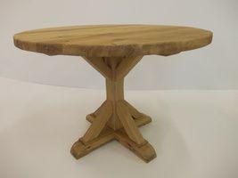 Kulatý dubový stůl