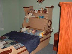 comment construire une base de lit en bois en bateau recherche google lits enfants. Black Bedroom Furniture Sets. Home Design Ideas