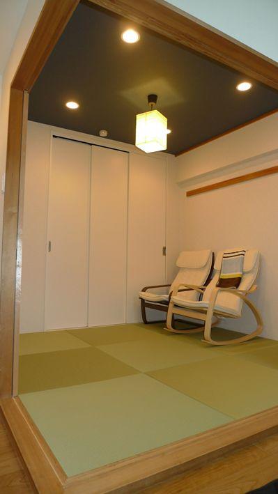 リビングのアクセントに』 和室・床の間のリフォーム事例 (神戸市北区 ... 和室 天井には紺色のクロス材を採用
