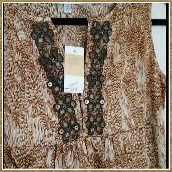 👛Beth Bowley Animal Print Silk Dress oh Darling! Gorgeous animal print silk dress. Size 4. Never worn, new with tags from Nordstrom. Thanks ladies💼💼 Beth Bowley Dresses Midi