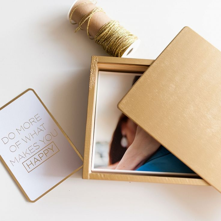 wooden photo box for prints. Packaging ideas for photographers #wood #prints #packaging #gold