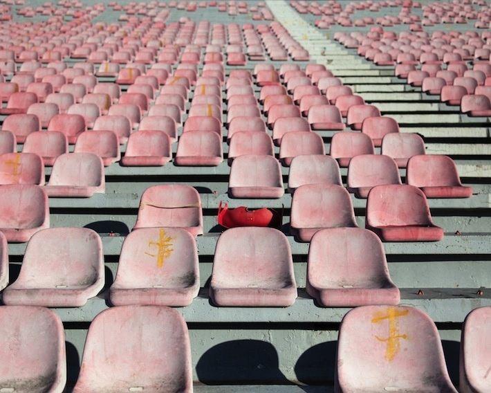 Le quotidien des capitales © Baptiste de Ville d'Avray  seats pink repetition inspiration