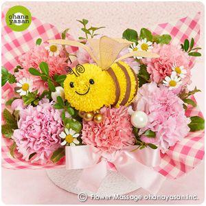 母の日に!ポンポンマム(菊の花)で出来たミツバチのフラワーアレンジメント。Cute! An animal doll made with chrysanthemums.