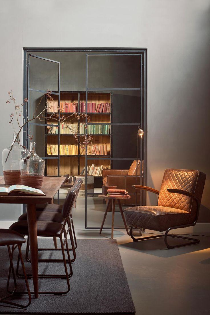 stalen deuren op maat, lifestyle 94 interieur, boeken op kleur, retrolook interieur, tierlantijn leeslamp