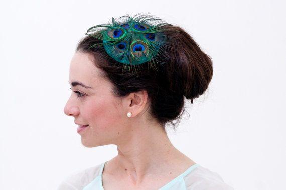 Westray  Peacock feather fascinator with green silk by Palomilla Tocado con plumas de Pavo Real por Palomilla #etsy