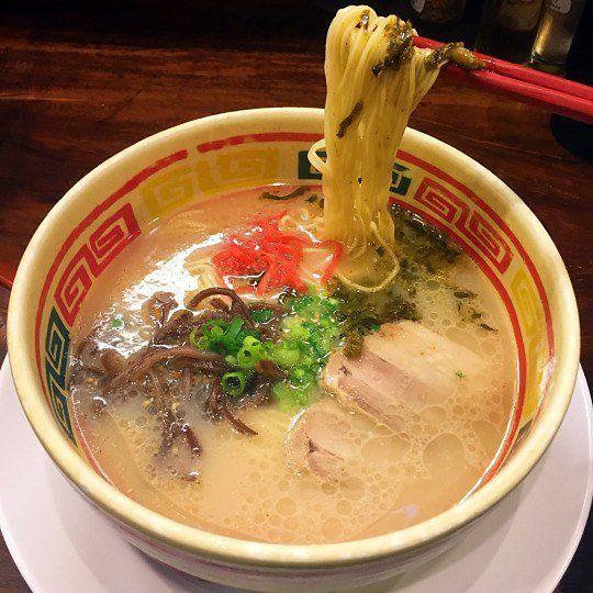 🍜🍜🍜 • • • • • • • • • • • •  #ラメン  #肉  #食物  #日本  #日本語  #日本人  #ハーフ #父 #お父さん #店 #喫茶店 #写真 #外 #はし #出し #スープ #人参 #美味しい #おいしい #ラーメン #皿 #たまねぎ #渋谷 #浅草 #私 #好き