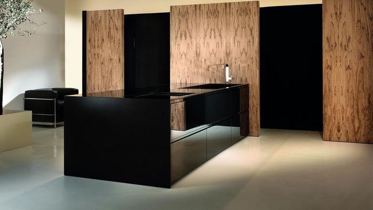 Kitchen with island and concealed columns Loft kitchen