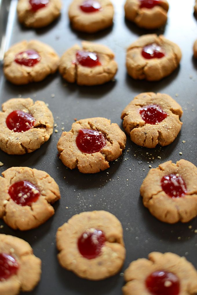 Vegan PB&J Graham Thumbprints! 7 ingredients only | minimalistbaker.com: Pbj Graham, Thumbprint Cookies, Crackers Thumbprint, Graham Crackers, Vegans Cookies, Baker Recipes, Graham Thumbprint, Cookies Vegans, Vegans Peanut Butter