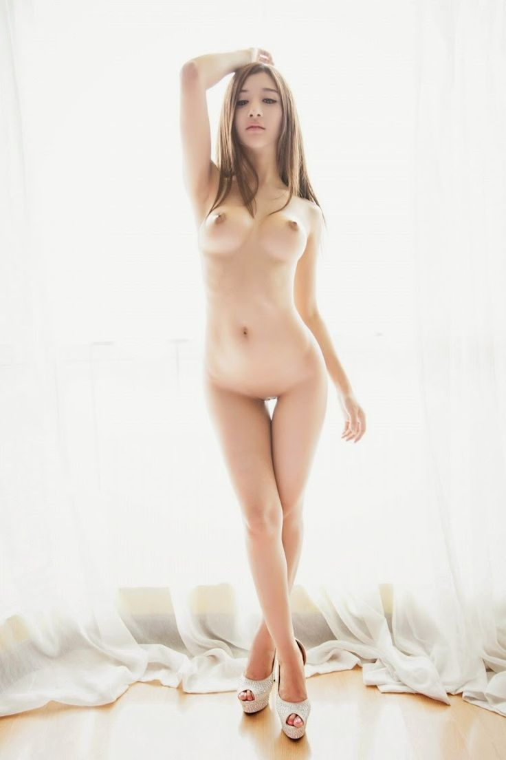 beautiful chinese sexy woman naked to pussy