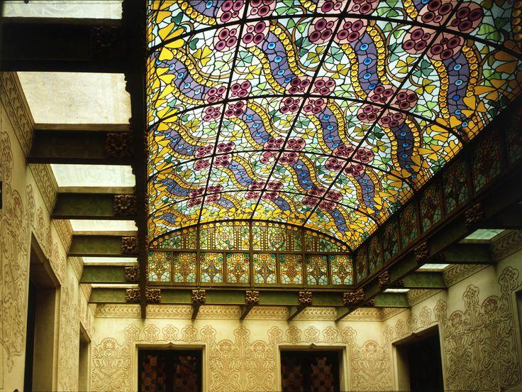 A partir del 13 de març de 2015 ja es pot visitar el pis principal de la Casa Amatller (passeig de Gràcia, 41). La Casa Amatller és una obra modernista de l'arquitecte Josep Puig i Cadafalch, que entre 1898 i 1900 va remodelar un edifici pre-existent per a l'industrial-xocolater Antoni Amatller. És una de les tres obres singulars de l'emblemàtica Mansana de la Discòrdia de Barcelona (Lleó Morera, Amatller i Batlló).