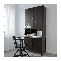 IKEA - HEMNES, Sekretär mit Aufsatz, schwarzbraun, , Dank der versetzbaren Böden lässt sich die Aufbewahrung ganz dem Bedarf anpassen.Massivholz ist ein strapazierfähiges Naturmaterial.Integrierter Kabelsammler; so bleiben Kabel außer Sichtweite, aber griffbereit.Die Türen schließen sich durch integrierte Dämpfer langsam, sanft und geräuschlos.Dank der Schnappscharniere lassen sich die Türen einfach ohne Schrauben montieren und zum Reinigen leicht abnehmen.Höhenverstellbare Fußkappen sorgen…