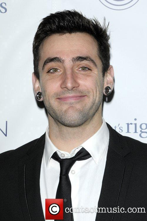 I love hedley so much! Want to go to their concert again :)