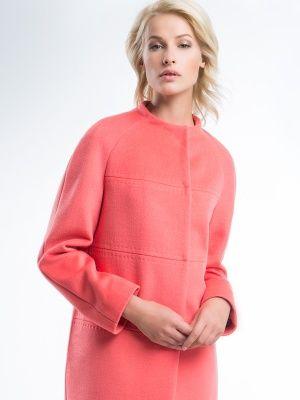 Стильное пальто прямого силуэта из мягкой ворсовой ткани яркого весеннего оттенка манго. Модель имеет втачной рукав, стильную горизонтальную разрезку и цельнокроенный воротник-стойку. Застегивается на пришивные кнопки, карманы в боковых швах. Прекрасное пальто для поднятия весеннего настроения., арт. 3016340p00021, состав: Основная ткань: шерсть 95 %, нейлон 5 %; Подкладка: полиэстер 55 %, вискоза 45 %;