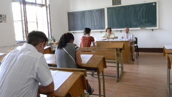 """Profesorii vor primi în săptămânile următoare o sumă echivalentă cu aproximativ 150 euro, în cadrul programului """"Dezvoltarea carierei didactice"""" finanţat din fonduri europene"""