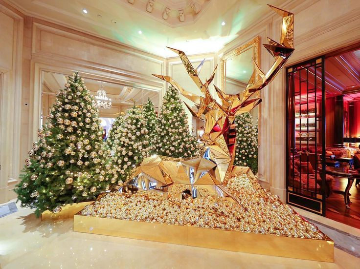 We L.O.V.E Christmas at @fsparis, even more when @jeffleatham's golden beauties are back. How amazing is this ?  #fsparis #georgeV #christmasdecor #jeffleatham #fourseasons #reindeer #goldobsession #xmas #parisjetaime