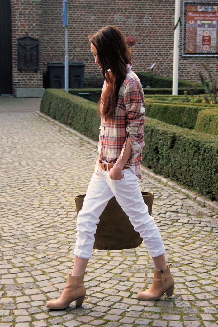 love the boots and white pants