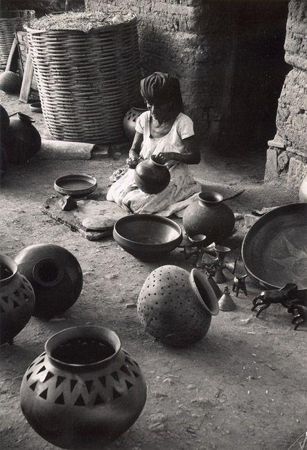 Black Pottery of Oaxaca, San Bartolo Coyotepec, Mexico (1960s) - John Lewis Stage