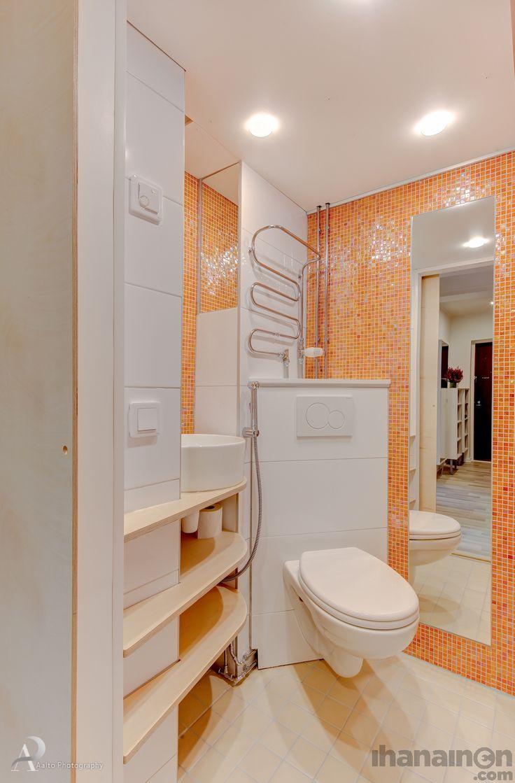 Ihanainen.com sisustussunnittelu. Pienen kaksion remontissa uudistunut valloittavan raikas #kylpyhuone #wc #sisustus #sisustussuunnittelu #ihanainensisustus #toilet #bathroom #tiles #mosaic #interior #design #renovation