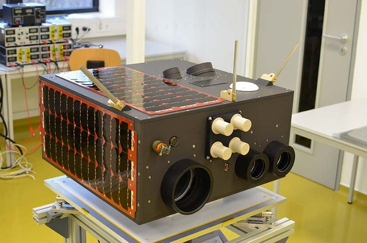 National University of Singapore's Kent Ridge 1 microsatellite features a pair of optical sensors used for star tracking. || Image source: http://www.machinedesign.com/sites/machinedesign.com/files/Vantablack_Fig3.txt