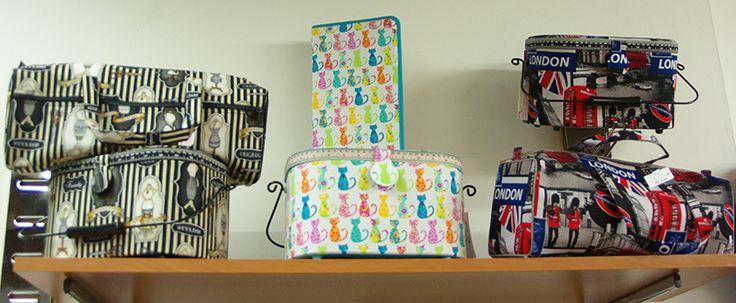 Boîte à couture et sac polochon disponibles au rayon Mercerie de votre magasin Ellen Décoration.