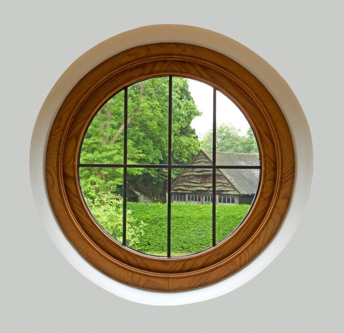 die besten 25 runde fenster ideen auf pinterest runde pflastersteine runde betten und. Black Bedroom Furniture Sets. Home Design Ideas