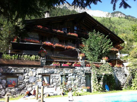 Only 2 minutes walk from Chalet Merlo - Must Visit!    Chez Merie, Sainte-Foy-Tarentaise: See 135 unbiased reviews of Chez Merie, rated 4.5 of 5 on TripAdvisor and ranked #2 of 14 restaurants in Sainte-Foy-Tarentaise.
