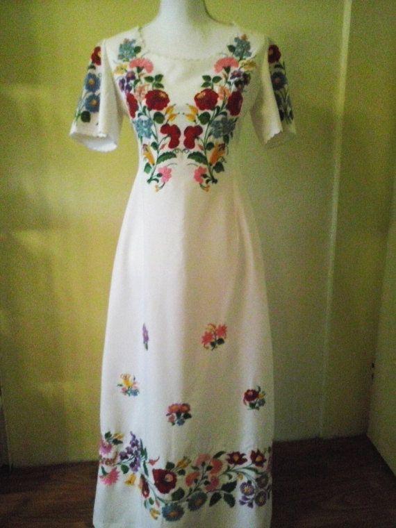 Etsy で見つけた素敵な商品はここからチェック: https://www.etsy.com/jp/listing/491604066/vintage-traditional-hungarian-red-floral