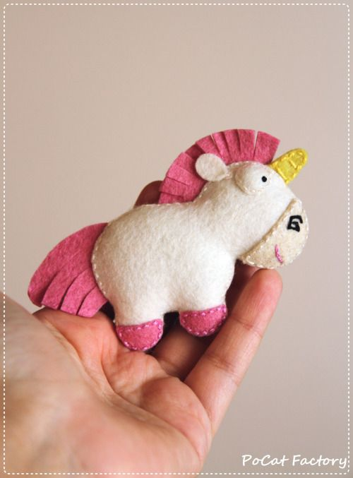 It's so fluffy! Agnes's unicorn brooch magnet keychain from Despicable Me