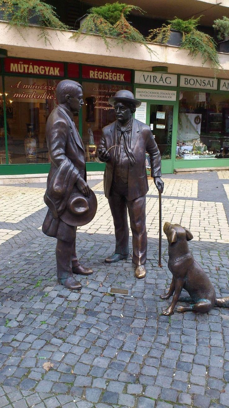 STATUE: Meeting   of  the poet  Endre Ady and   the artist , Jozeph Rippl-Rónai Kaposvár,, Hungary