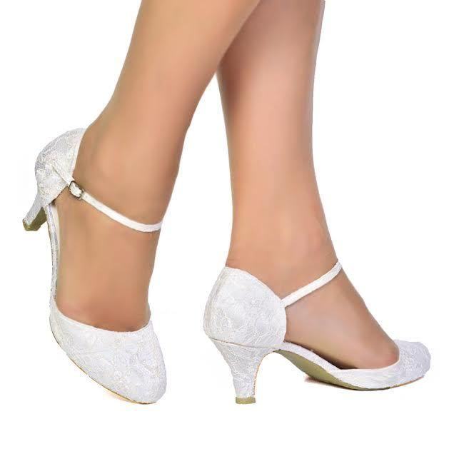 NEW Ladies Low Heel Ivory Satin & Floral Lace Wedding Bridal Court Shoes…