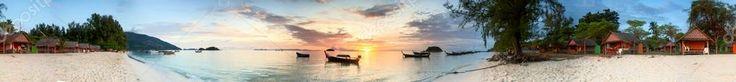 Alba su una spiaggia tropicale — Immagini Stock #58440919