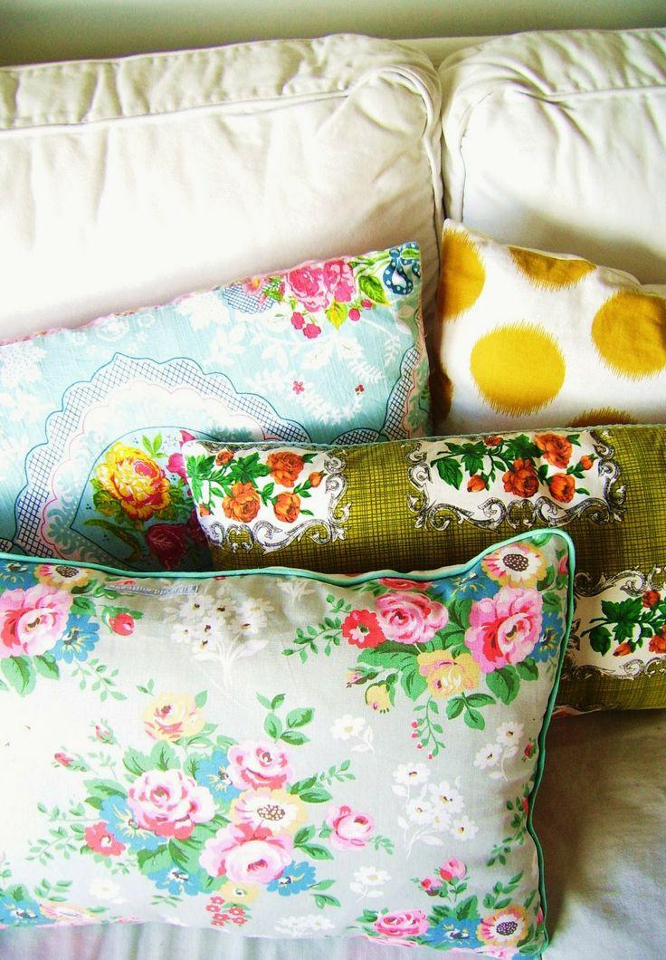 silly old suitcase: Van theedoek naar kussen...From tea towel to pillow...