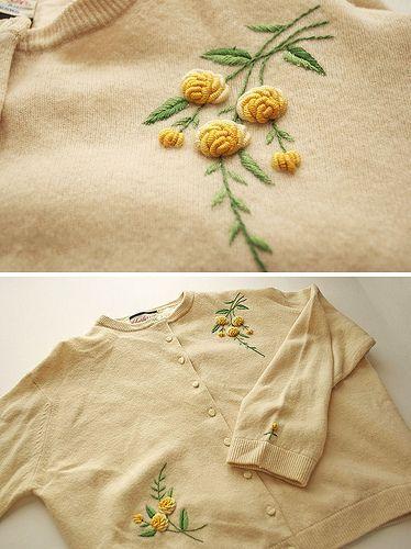 Eine sparsame Strickjacke mit zwei sehr interessanten Blumenmotiven. Ich frage mich, wie diese f …   – 자수
