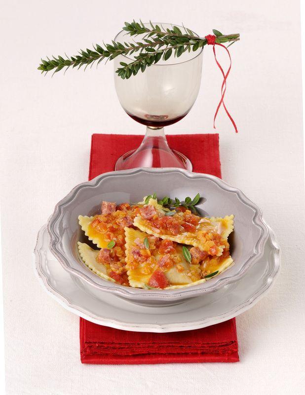 Ravioli al cotechino e patate con ragu di lenticchie rosse