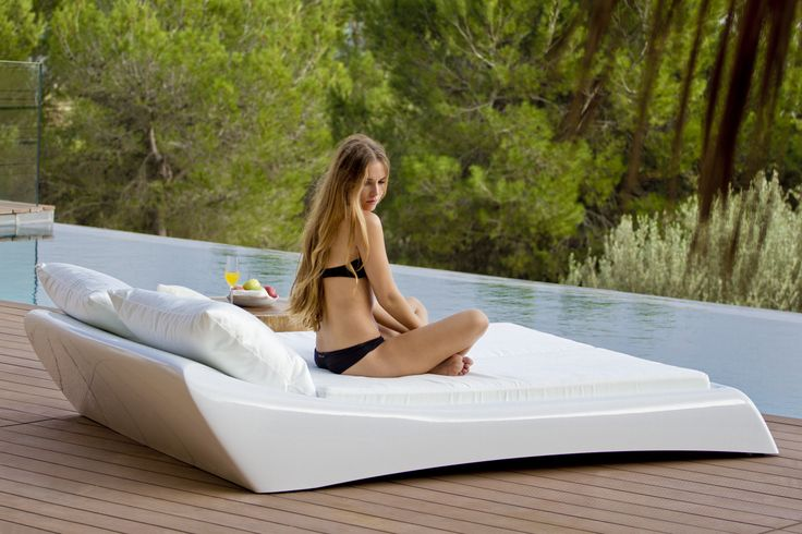 Modern design #style #design #eivissa #ibiza #swimmingpool #pool #poolside #secondhome #holidayhome #beachclubs #roofterras #spa #wellness #chill #relax #clubs #hospitality #branding