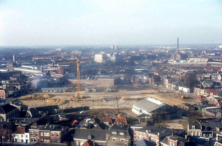 Panorama. Op voorgrond  de Hagengracht. De zandvlakte was vroeger het schalderoi.