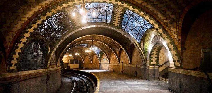 Discover the 14 Best Kept Secrets of New York City --> did you know that there are also so many beautiful and interesting places in New York that are well hidden and only available if you know the right street/corner/phone number? Take a tour!