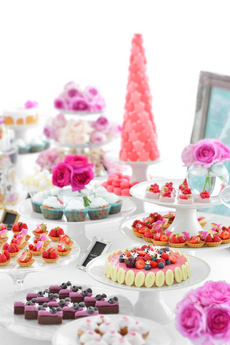 「Girly Chic (ガーリーシック)」をテーマに。女性の可愛らしさを追求したスタイル。  #NOVARESE#dessrt#buffet#cake#m#macaron#pink#girly#cute#wedding#party