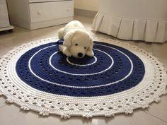 Lindo tapete em crochê, confeccionado com barbante de qualidade com muito capricho e carinho, Deixará seu ambiente lindo, seja ele quarto menino, quarto de menina , sala ou quarto adulto