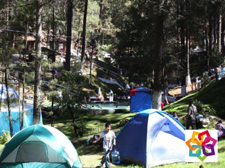 MICHOACÁN MÁGICO TE INFORMA ¿Se puede acampar en Michoacán? Existen alrededor de 180 balnearios en todo el estado; además ofrecen servicios adicionales a las albercas, como hoteles, áreas para acampar, trailer-parks, tiendas, restaurantes y salones de eventos. Algunos de los municipios que están en esta ruta son: Junagapeo, Hidalgo, Juárez, Queréndaro, Zinapécuaro, Zitácuaro, Indaparapeo, Charo, Chucándiro, Huandacareo, Cuitzeo, Ixtlán, Ciudad Hidalgo y Morelia…