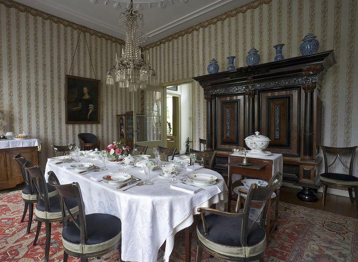 Kolom-kussenkast van de familie Tjarda van Starkenborgh, nu te zien in de eetkamer van de borg, 2e helft 17e eeuw. - Foto: Landgoed Borg Verhildersum.