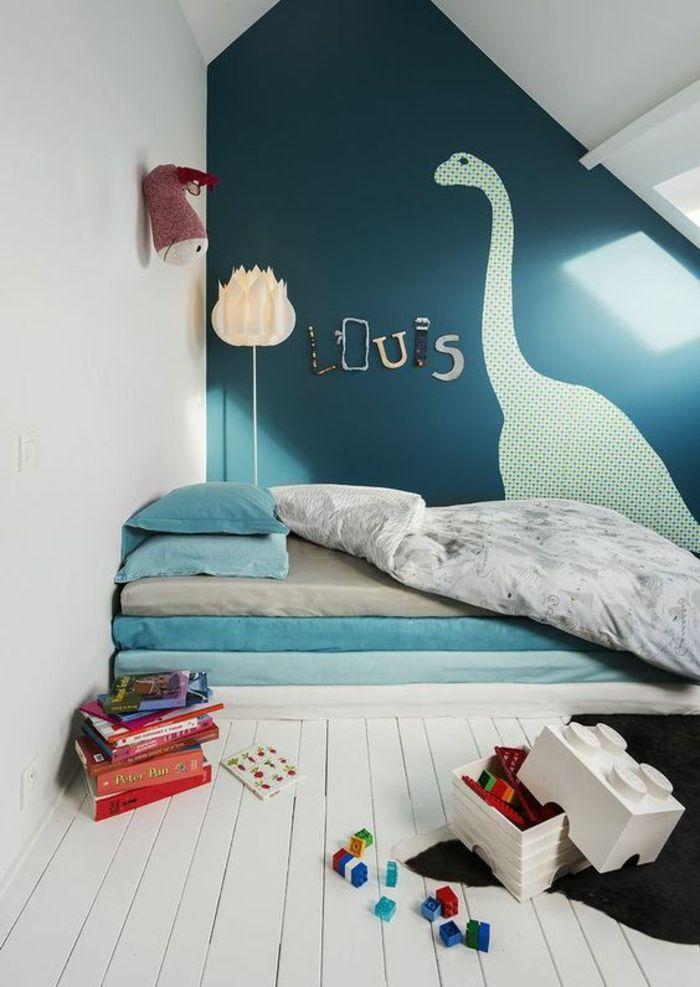 décoration chambre bébé garçon avec dinosaure au mur et nom de l'enfant
